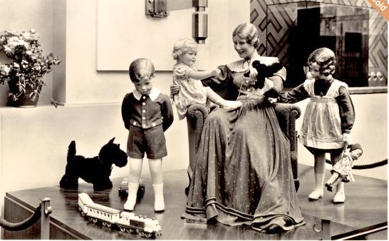 Exposición de París (1937) Stand de Käthe Kruse. Foto tomada de internet.