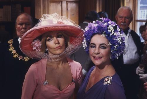 """""""El espejo roto"""", cinta basada en un relato de Agatha Christie. Kim Novak y Elizabet Taylor."""
