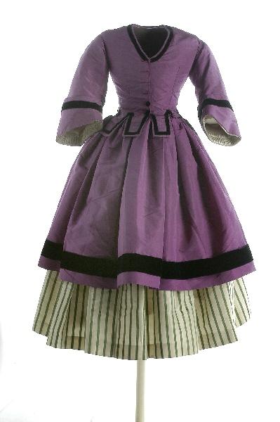 Vestido hecho por Madame Honorine. MUSEO DEL TRAJE. Centro de Investigación del Patrimonio Etnológico. Fotógrafos del MUSEO DEL TRAJE CIPE. Con permiso del Museo.