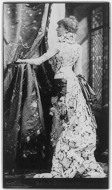 Sarah Bernhardt vestida por Worth.1.880