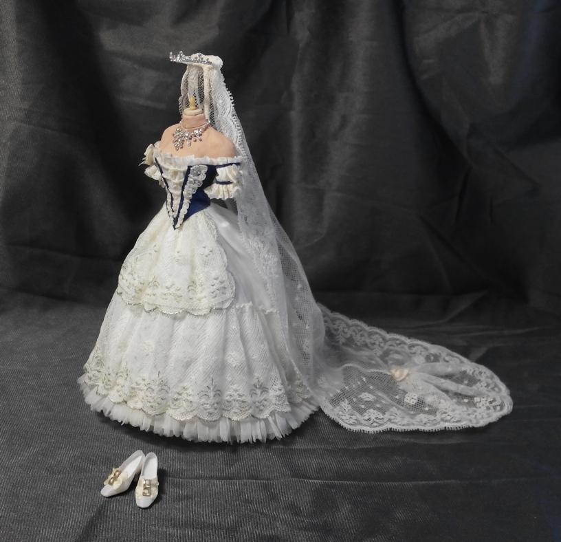 Traje de la coronación de Sissí como reina de Hungría. 1.867. Artista María José Santos. ©