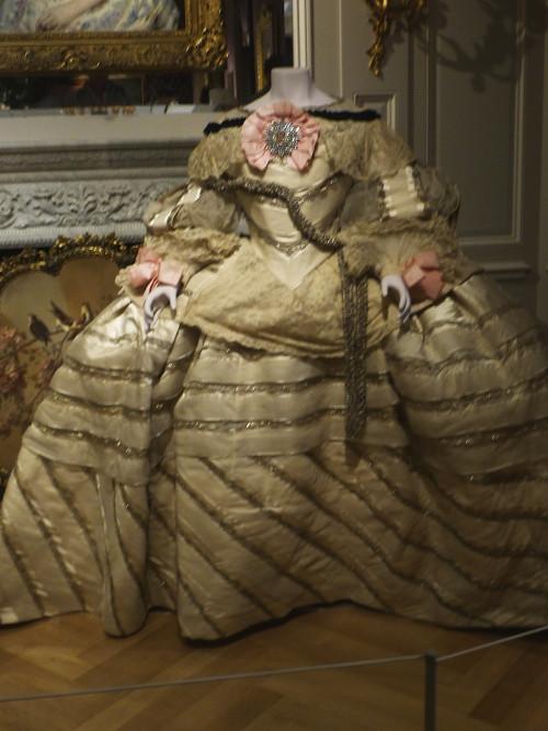 """Magnífico vestido de la Maison Worth inspirado en el traje de la infanta Margarita en las """"Meninas"""" de Velázquez."""