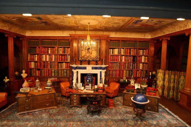Biblioteca del palacio de muñecas de la reina Mary. Fotografía tomada de internet.